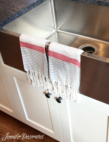How to accessorize a kitchen from Jenniferdecorates.com