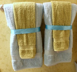For A Neat Decorating Idea For Your Guest Bathroom Place A Hand Towel Over  Your Bath