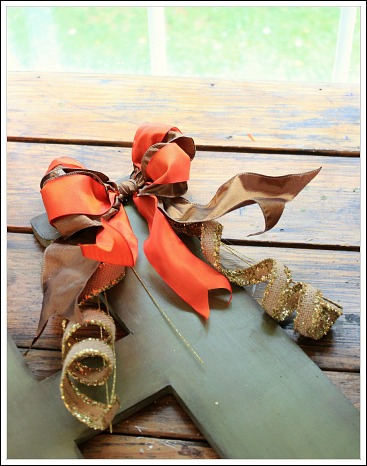Create your own monogrammed fall door decoration. from Jenniferdecorates.com