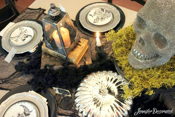 Halloween table decorations by Jennifer Decorates.com