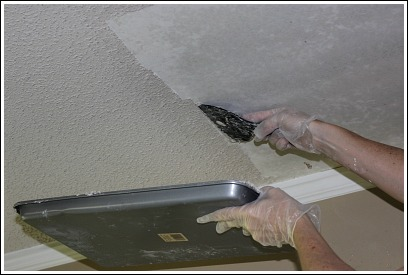 Removing popcorn ceiling do you hate your dated ceiling for How to remove popcorn ceiling without water